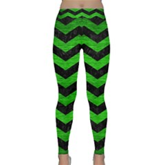 Chevron3 Black Marble & Green Brushed Metal Classic Yoga Leggings