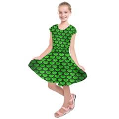Scales3 Black Marble & Green Brushed Metal (r) Kids  Short Sleeve Dress