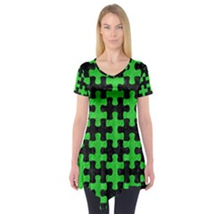 Puzzle1 Black Marble & Green Colored Pencil Short Sleeve Tunic