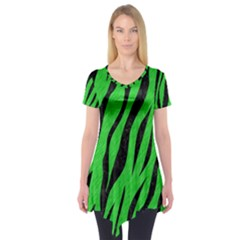 Skin3 Black Marble & Green Colored Pencil (r) Short Sleeve Tunic