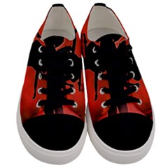 Dancing Couple On Red Background With Flowers And Hearts Men s Low Top Canvas Sneakers