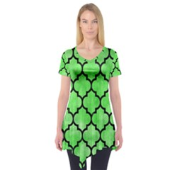 Tile1 Black Marble & Green Watercolor (r) Short Sleeve Tunic