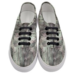 Grannys Hut   Structure 3b Women s Classic Low Top Sneakers