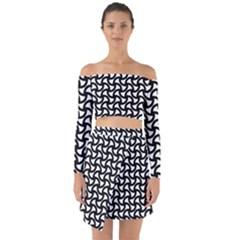 Grid Pattern Background Geometric Off Shoulder Top With Skirt Set