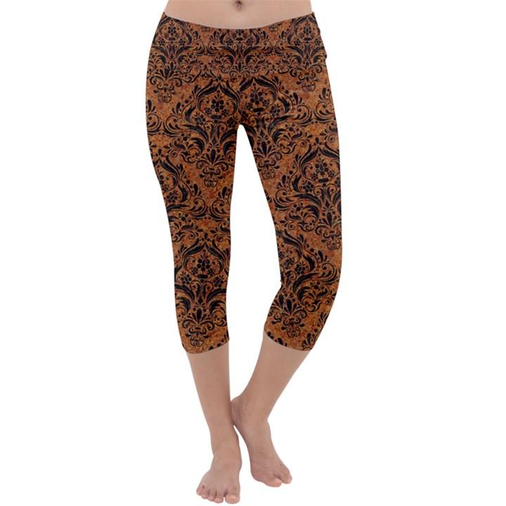 DAMASK1 BLACK MARBLE & RUSTED METAL Capri Yoga Leggings