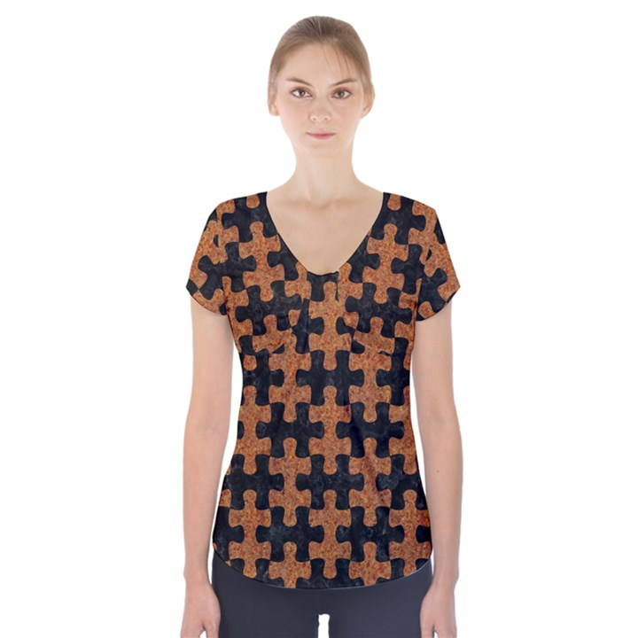 PUZZLE1 BLACK MARBLE & RUSTED METAL Short Sleeve Front Detail Top