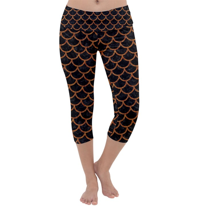 SCALES1 BLACK MARBLE & RUSTED METAL (R) Capri Yoga Leggings