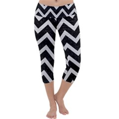 Chevron9 Black Marble & White Leather (r) Capri Yoga Leggings