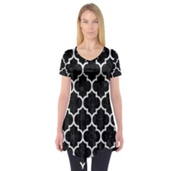 Tile1 Black Marble & White Leather (r) Short Sleeve Tunic