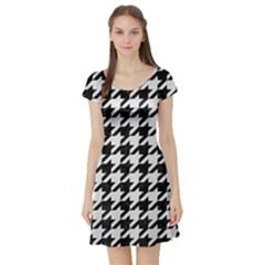 Houndstooth1 Black Marble & White Linen Short Sleeve Skater Dress