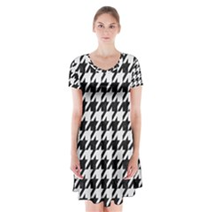 Houndstooth1 Black Marble & White Linen Short Sleeve V Neck Flare Dress