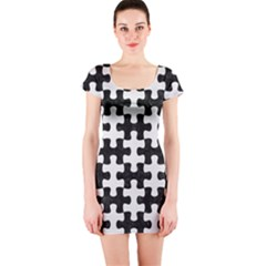 Puzzle1 Black Marble & White Linen Short Sleeve Bodycon Dress