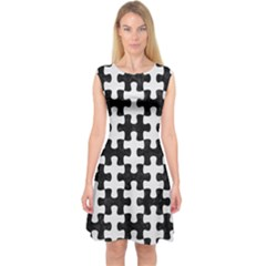 Puzzle1 Black Marble & White Linen Capsleeve Midi Dress