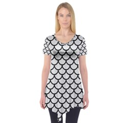 Scales1 Black Marble & White Linen Short Sleeve Tunic