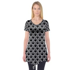 Scales2 Black Marble & White Linen (r) Short Sleeve Tunic