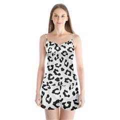 Skin5 Black Marble & White Linen (r) Satin Pajamas Set