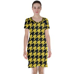 Houndstooth1 Black Marble & Yellow Colored Pencil Short Sleeve Nightdress