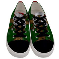 Christmas Giraffe  Men s Low Top Canvas Sneakers