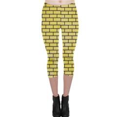 Brick1 Black Marble & Yellow Watercolor Capri Leggings