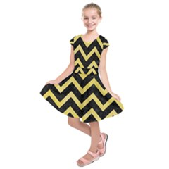 Chevron9 Black Marble & Yellow Watercolor (r) Kids  Short Sleeve Dress