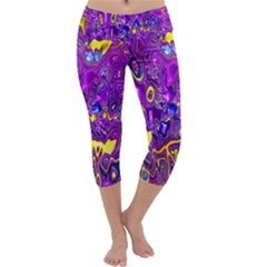 Melted Fractal 1a Capri Yoga Leggings