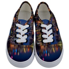 Buildings Can Cn Tower Canada Kids  Classic Low Top Sneakers