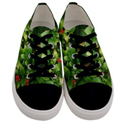 Christmas Season Floral Green Red Skimmia Flower Men s Low Top Canvas Sneakers