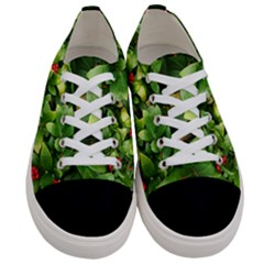Christmas Season Floral Green Red Skimmia Flower Women s Low Top Canvas Sneakers