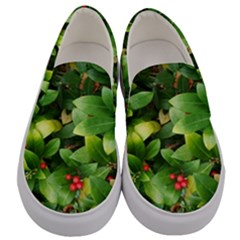 Christmas Season Floral Green Red Skimmia Flower Men s Canvas Slip Ons