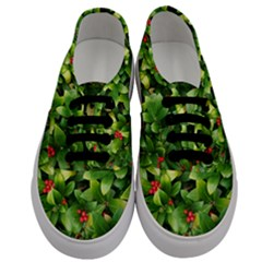 Christmas Season Floral Green Red Skimmia Flower Men s Classic Low Top Sneakers