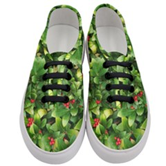 Christmas Season Floral Green Red Skimmia Flower Women s Classic Low Top Sneakers