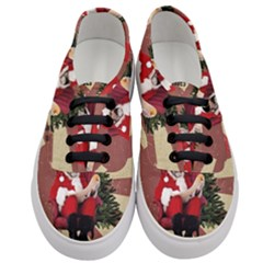 Karl Marx Santa  Women s Classic Low Top Sneakers