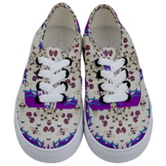 Eyes Looking For The Finest In Life As Calm Love Kids  Classic Low Top Sneakers