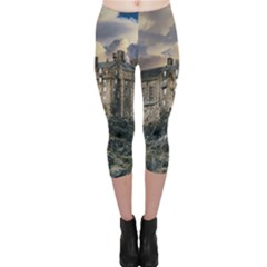 Castle Monument Landmark Capri Leggings