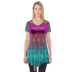 Years Of Peace Living In A Paradise Of Calm And Colors Short Sleeve Tunic