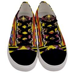 Spirit  Bulgarian Bee Men s Low Top Canvas Sneakers