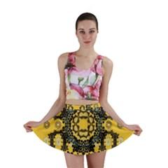 Ornate Circulate Is Festive In A Flower Wreath Decorative Mini Skirt