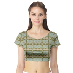 Celtic Wood Knots In Decorative Gold Short Sleeve Crop Top