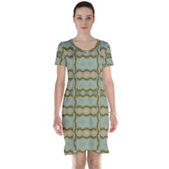 Celtic Wood Knots In Decorative Gold Short Sleeve Nightdress
