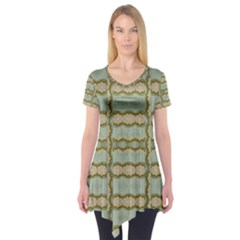 Celtic Wood Knots In Decorative Gold Short Sleeve Tunic