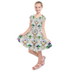 Nine Little Cartoon Dogs In The Green Grass Kids  Short Sleeve Dress