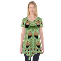 Lady Panda With Hat And Bat In The Sunshine Short Sleeve Tunic