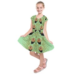Lady Panda With Hat And Bat In The Sunshine Kids  Short Sleeve Dress