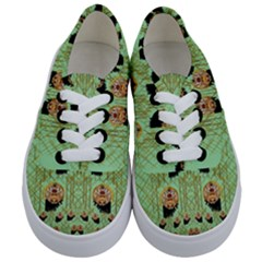 Lady Panda With Hat And Bat In The Sunshine Kids  Classic Low Top Sneakers