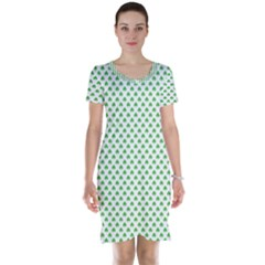 Green Heart Shaped Clover On White St  Patrick s Day Short Sleeve Nightdress