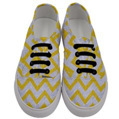 Chevron9 White Marble & Yellow Colored Pencil (r) Men s Classic Low Top Sneakers