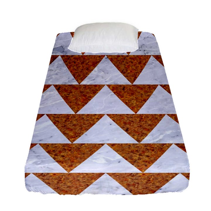 TRIANGLE2 WHITE MARBLE & RUSTED METAL Fitted Sheet (Single Size)