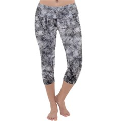 Grunge Pattern Capri Yoga Leggings