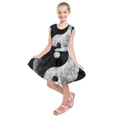 Grunge Yin Yang Kids  Short Sleeve Dress