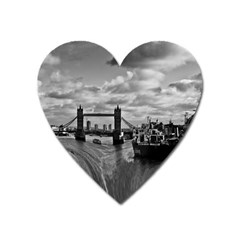 River Thames Waterfall Large Sticker Magnet (Heart)